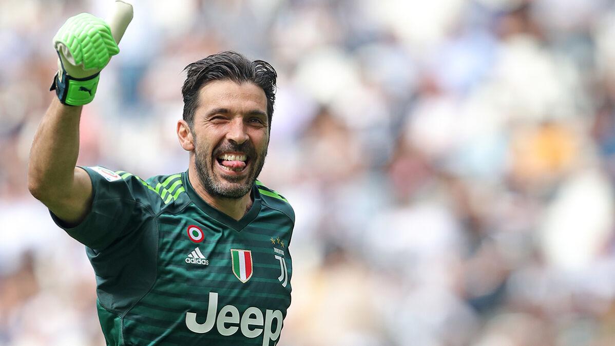 """Gianluigi Buffon bliski wielkiego powrotu. """"Zgodził się być zmiennikiem Szczęsnego"""""""