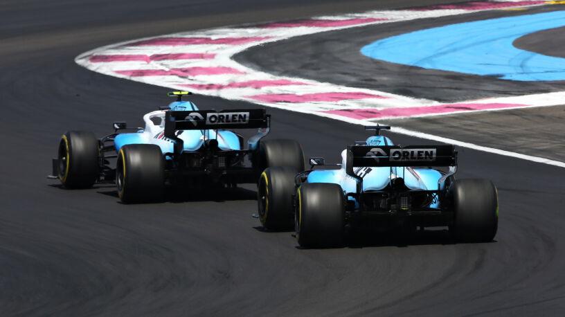 """Kubica ze gorszym silnikiem niż Russell? """"Jest faworyzowany, bo to kierowca Mercedesa"""""""