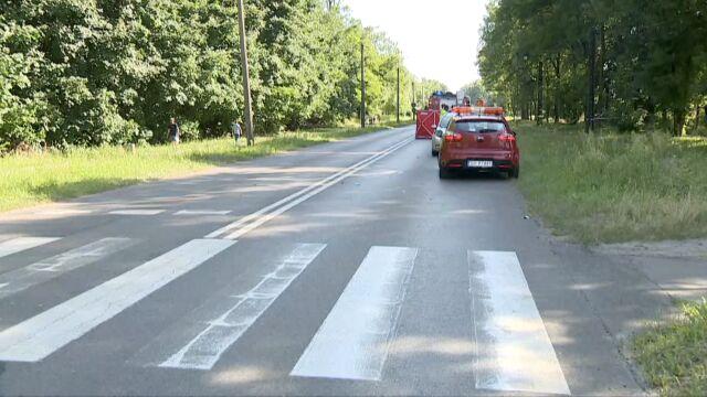 Motocyklista potrącił kobietę na przejściu. Szła  z dziećmi,