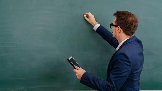 W Polsce 1000 złotych na start dla nauczycieli. W Wielkiej Brytanii premie do 9000 funtów