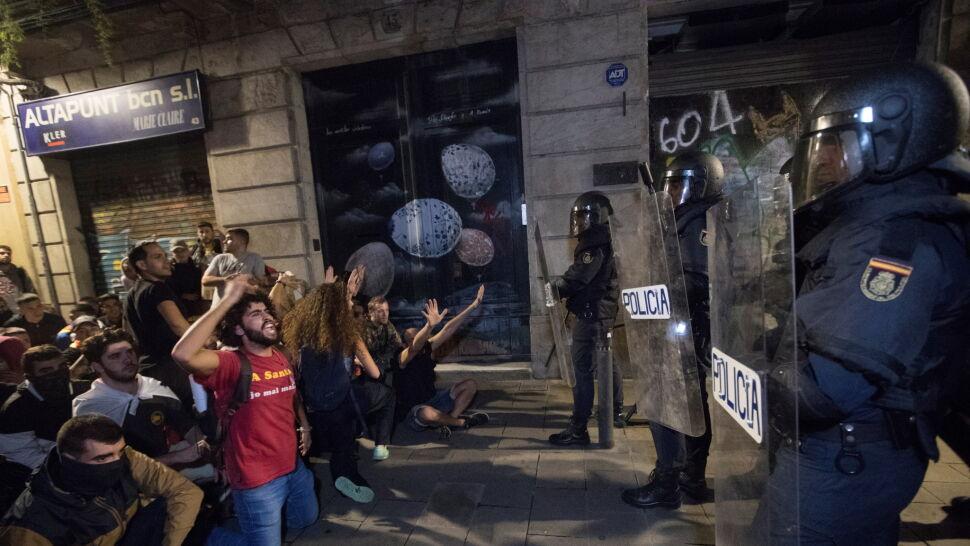 Starcia na ulicach Barcelony. Kilkadziesiąt osób rannych