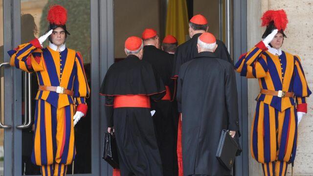 Jak długo trzeba czekać na nowego papieża?