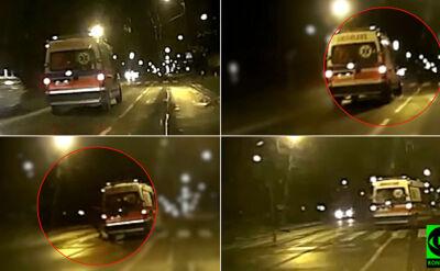 """""""Szalona karetka"""" pędzi ulicą, piesza na pasach odskakuje. Sekundy od tragedii"""