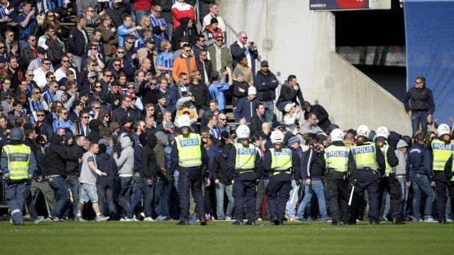 """Kibic zabity w Szwecji, zamieszki na stadionie. """"Mordercy, mordercy"""""""