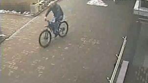 Kradzież roweru sprzed szkoły podstawowej nagrał monitoring
