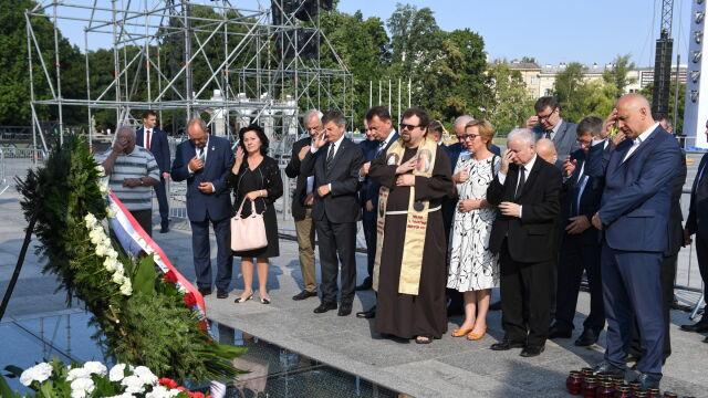 100. miesięcznica. Prezes PiS i przedstawiciele rządu uczcili pamięć ofiar katastrofy smoleńskiej