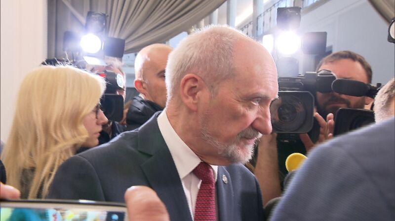 Macierewicz o 15 milionach: Bardzo dobrze będzie jeśli pan spyta Bartosza Kownackiego