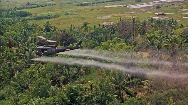 Rozpylali go nad wietnamską dżunglą, teraz finansują likwidację skażenia