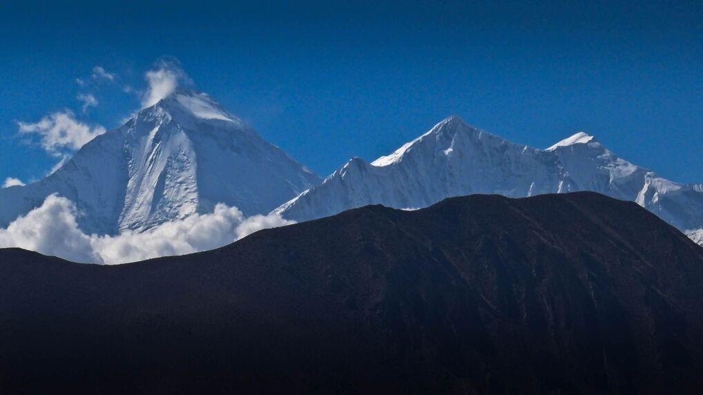 Górujący nad Mustangiem ośmiotysięcznik Dhaulagiri