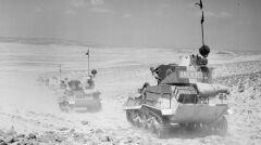 Brytyjskie lekkie czołgi na patrolu w zachodnim Egipcie