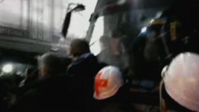 Protestujący blokują autobus z siłami MSW opuszczającymi Majdan