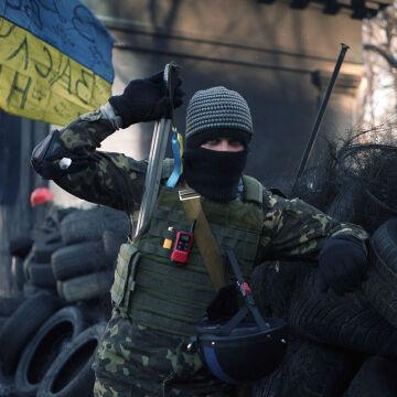 W zanadrzu mają opony, które w trakcie palenia ograniczają widok milicji i Berkutowi
