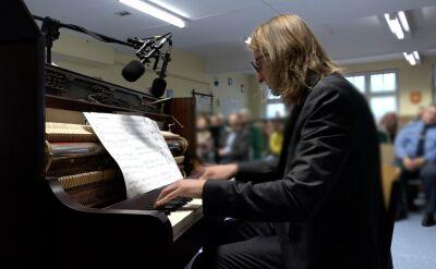Niezwykłe koncerty Leszka Możdżera. Gra dla więźniów i rozdaje pianina
