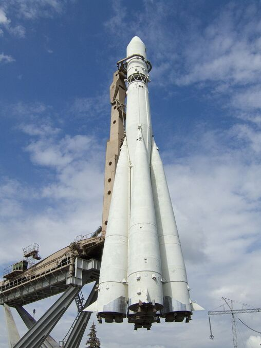 Rakieta Woschod, która wyniosła Leonowa i Bielajewa na orbitę, była modyfikacją rakiety balistycznej R-7