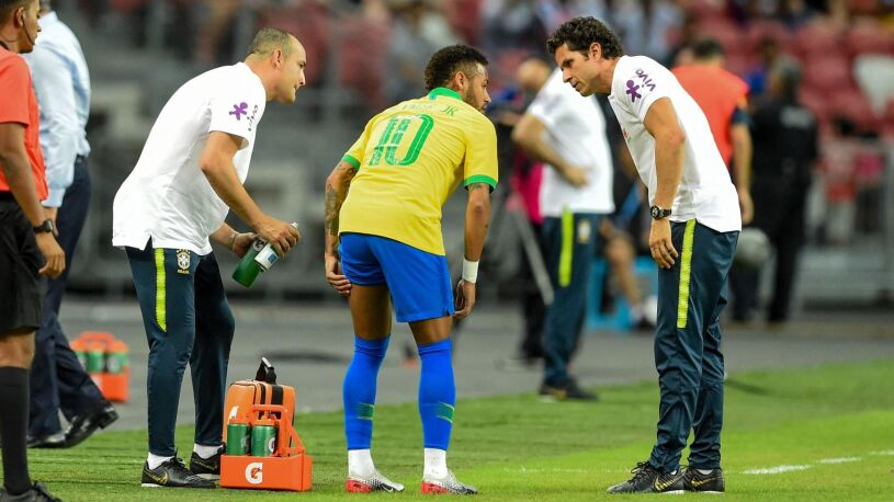 Kolejny uraz Neymara. Wytrzymał na boisku tylko 12 minut