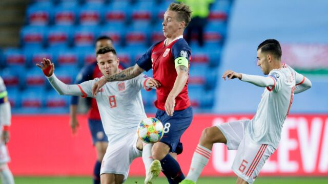 Karny i stracony gol w ostatnich sekundach. Hiszpania musi zaczekać na awans