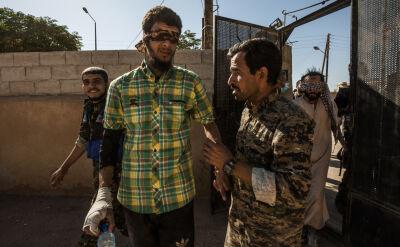 Kurdowie zatrzymujący podejrzanych o walkę w szeregach IS