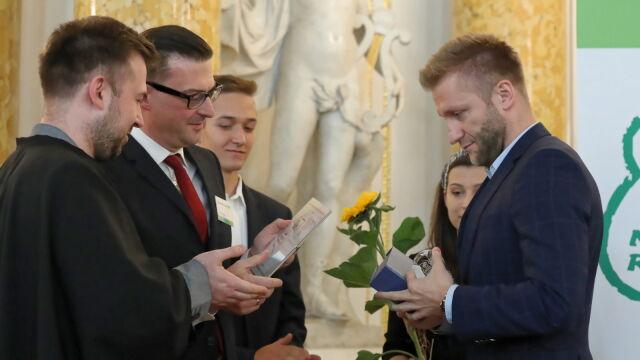 """Jakub Błaszczykowski odebrał nagrodę w kategorii """"Przyjaciel szkoły"""""""