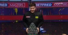 Yan Bingtao odebrał trofeum za wygraną w Masters