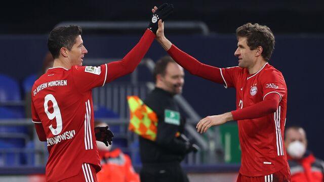 Bayern pokazuje plecy rywalom. Gol Lewandowskiego, Schalke rozbite