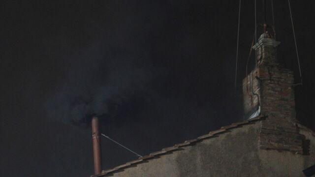 Watykan: czarny dym