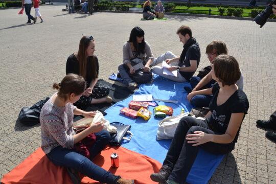 Piknik trwa od południa do zachodu słońca