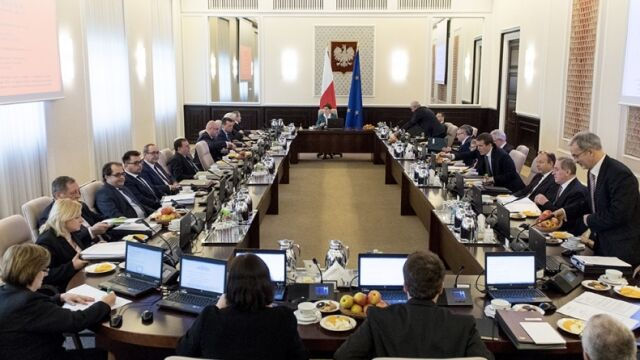 NIK porównała nagrody wypłacane przez rząd PiS z nagrodami poprzedników z PO i PSL
