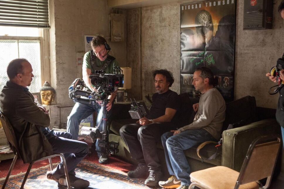 """Michael Keaton na planie """"Birdmana"""" z reżyserem filmu"""