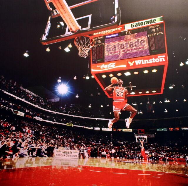 """o rozsądnej cenie sprzedaje w magazynie The Shot"""":Rzut, którym Michael Jordan powołał do życia ..."""