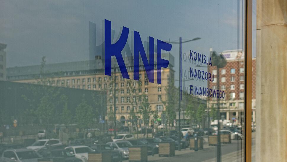 """Czy powinna powstać komisja śledcza w sprawie KNF? Sondaż dla """"Faktów"""" TVN i TVN24"""