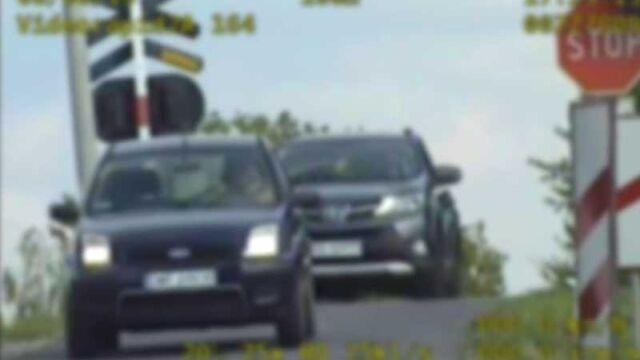 """Na przejeździe zginęło pięć osób, kierowcy wciąż ignorują znaki. """"Stop mają za nic"""""""