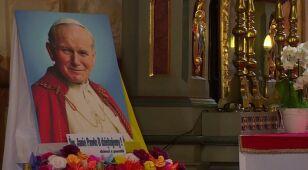 O papieskiej iskrze, która zapaliła Polaków. 25 lat wolności w obiektywie CNN