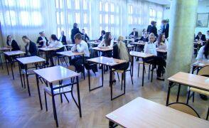 Łódzcy maturzyści przygotowują siędo egzaminu z języka polskiego