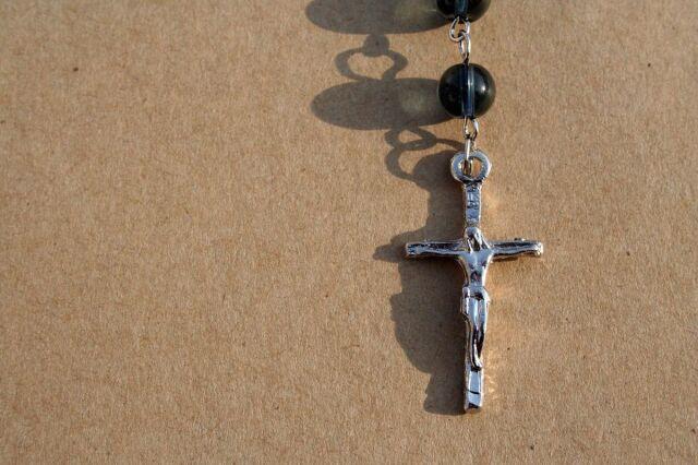 Pół roku więzienia za usunięcie krzyża