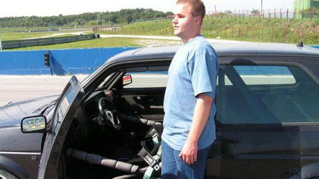 Niewidomy kierowca na rajdowej trasie