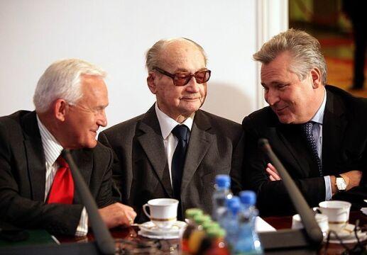 Posiedzenie Rady Bezpieczeństwa Narodowego, od lewej: Leszek Miller, Wojciech Jaruzelski, Aleksander Kwaśniewski, 24 listopada 2010