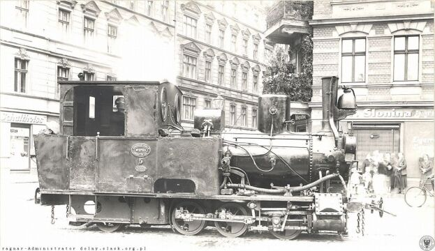 Lokomotywa kolejki na placu Staszica
