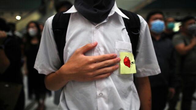 Został postrzelony przez policjanta  w czasie protestów. Usłyszał zarzuty