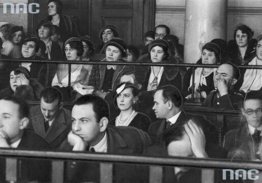 Grupa osób obecna na procesie