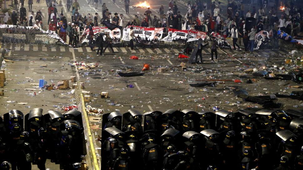 Ośmiu zabitych, ponad 700 rannych. Bilans zamieszek w Dżakarcie
