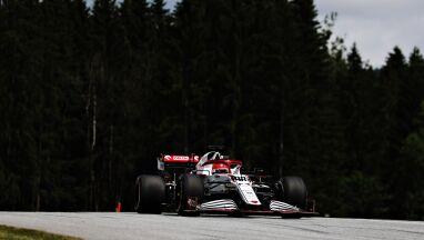 Przygoda poza torem i przedostatni czas. Kubica wrócił do bolidu Formuły 1