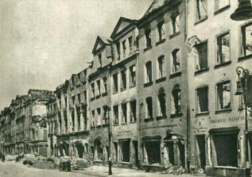 Zniszczone kamienice na Starym Rynku