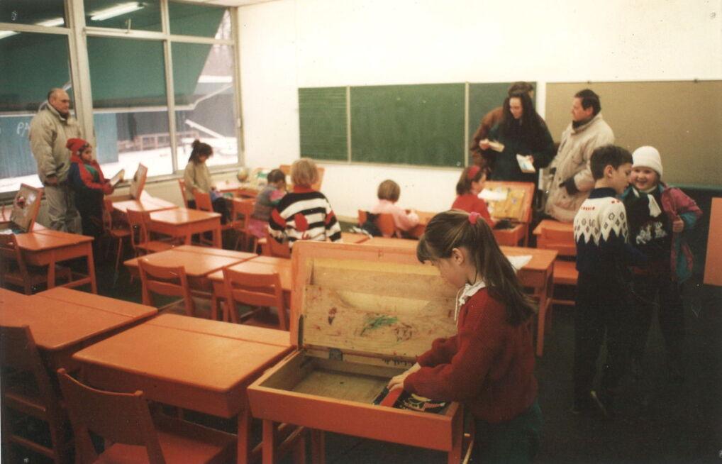 W biurkach dzieci zostawiały swoje podręczniki i zeszyty