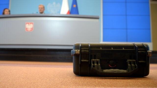 Mec. Kondracki: Kompromitacja ABW. Funkcjonariusze uciekli, zostawili walizkę