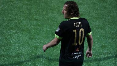 Totti nadal potrafi czarować na boisku. Fantastyczny gol legendy AS Roma