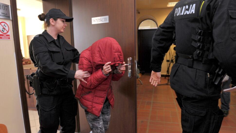 Poparzona przez matkę 5-letnia dziewczynka trafiła do rodziny zastępczej. Kobieta znowu była pijana