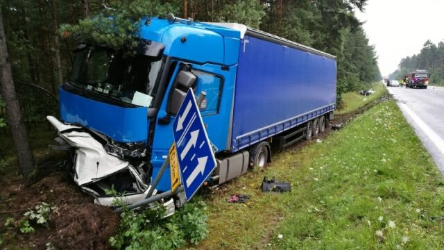 Ciężarówka rozerwała audi na pół. 29-latek nie miał szans na przeżycie