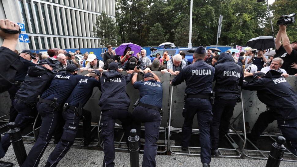 """Cichy protest w policji i ostrzeżenie  przed """"wypowiadaniem posłuszeństwa"""""""