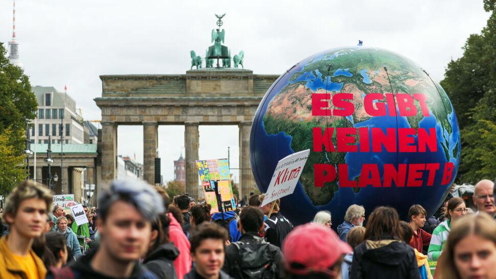 Dołączają kolejne kontynenty, kraje, miasta. Ogólnoświatowy protest