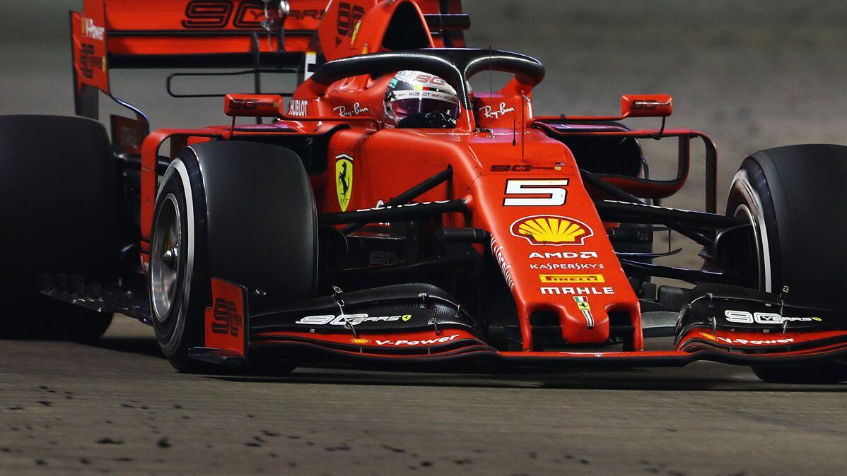 Dublet Ferrari w Singapurze. Rozbity bolid Russella